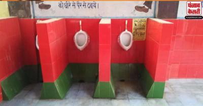 UP : गोरखपुर के रेलवे अस्पताल के टॉयलेट को समाजवादी पार्टी के रंग में रंगा, पार्टी ने जताई आपत्ति