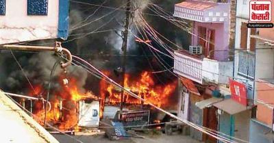 बिहार : मुंगेर में स्थिति हुई सामान्य, दुकानें खुली, पुलिस ने दलबल के साथ किया फ्लैग मार्च