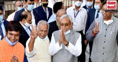 नीतीश ने फागू चौहान से मुलाकात कर सरकार बनाने का दावा पेश किया, सोमवार को होगा शपथ ग्रहण