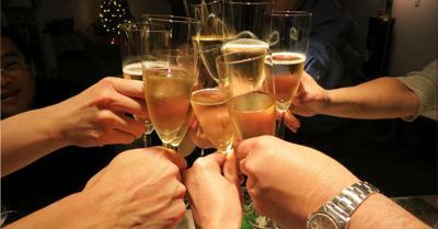 इंदौर में नाइट कर्फ्यू तोड़ जमकर हुई शराब पार्टी और हर्ष फायर, 6 युवतियों समेत 16 गिरफ्तार