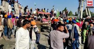 बुराड़ी में प्रदर्शन की अनुमति मिलने के बावजूद भी सिंघु बॉर्डर से नहीं हटे किसान, यात्री परेशान