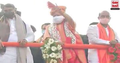 ओवैसी के गढ़ में CM योगी का भव्य स्वागत, लोगों ने लगाए आया-आया शेर आया के नारे