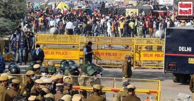 कृषि कानून : दिल्ली की सीमाओं पर प्रदर्शन में शामिल होने वाले किसानों की संख्या बढ़ी, पुलिस ने सुरक्षा बढ़ाई