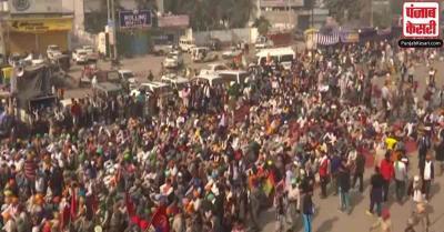 सिंघु और टिकरी बॉर्डर पर किसानों का प्रदर्शन जारी, दिल्ली पुलिस ने की यातायात संबंधी परामर्श जारी