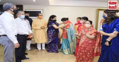 उर्मिला मातोंडकर का नया सियासी दांव, कांग्रेस छोड़ CM ठाकरे की मौजूदगी में शिवसेना का थामा दामन