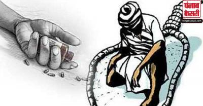 कर्ज के बोझ तले दबे किसान ने फांसी लगाकर की आत्महत्या