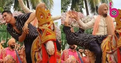 अक्षय कुमार ने घोड़ी पर यूं किया नागिन डांस, मुंह में नोट दबाए वायरल हुआ वीडियो