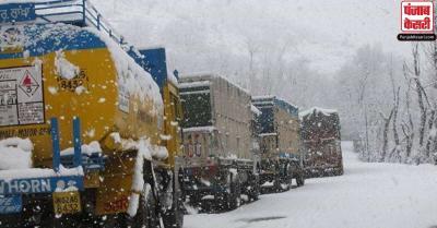 जम्मू एवं श्रीनगर राजमार्ग बहाल,  फंसे वाहनों को निकलने की मिली अनुमति