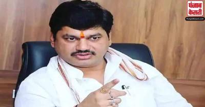 मुंडे के खिलाफ आरोपों पर भाजपा नेता ने कहा कि इस महिला ने उन्हें भी परेशान किया है
