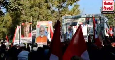 PM मोदी की तस्वीर के साथ सिंध में सड़कों पर उतरे लोग, जानें क्या है पूरा मामला?