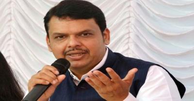 देवेंद्र फडणवीस ने CM ठाकरे से की मेट्रो कार शेड को आरे कॉलोनी में स्थानांतरित करने की अपील