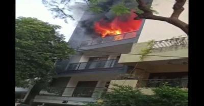 दिल्ली के ग्रेटर कैलाश में एक मकान में लगी आग, तीन लोगों को बचाया गया