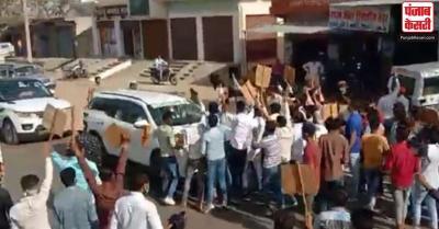 राकेश टिकैत के काफिले पर फेंके गए पत्थर : पुलिस