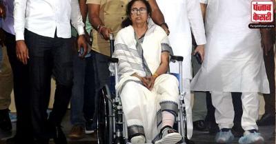 ममता के चोटिल पैर को आगे-पीछे करने का वीडियो सामने आने के बाद टीएमसी और बीजेपी में छिड़ी जंग