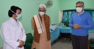 जम्मू-कश्मीर : मनोज सिन्हा ने अस्पताल पहुंच कर फारूक अब्दुल्ला की सेहत की जानकारी ली