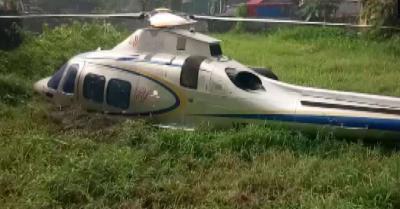 केरल : आपात स्थिति में दलदली जमीन पर उतारा गया हेलीकॉप्टर, सभी यात्री सुरक्षित