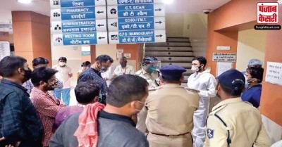 इंदौर : हॉस्पिटल में मरीज को बेड नहीं मिलने पर परिजनों ने जमकर हंगामा किया, तोड़-फोड़ की