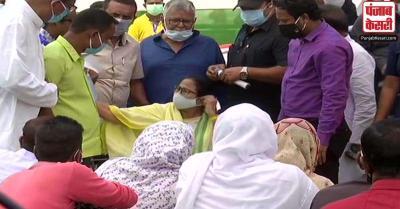 कूचबिहार हिंसा में मृतकों के परिजनों से ममता ने की मुलाकात, कहा- न्याय जरूर मिलेगा, दोषियों को होगी सजा