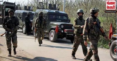 जम्मू-कश्मीर में सुरक्षा बलों ने संदिग्ध वाहन पर की गोलीबारी, एक महिला घायल