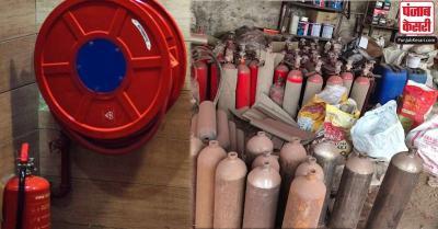 महामारी में कालाबाजारी: दिल्ली में ऑक्सीजन सिलेंडर के नाम पर फायर एंस्टीग्यूशर बेचने का खेल