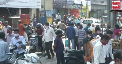 महाराष्ट्र : लॉकडाउन के बावजूद नागपुर के बाजारों में लोगों की भारी भीड़