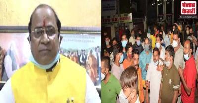 कानपुर में बीजेपी MLA सुरेंद्र मैथानी के घर पर फेंका बम, तीन लोग गिरफ्तार