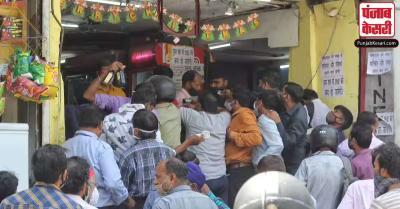 लॉकडाउन के 50 दिन बाद खुलीं शराब की दुकानें, लंबी कतारों में दिखे लोग