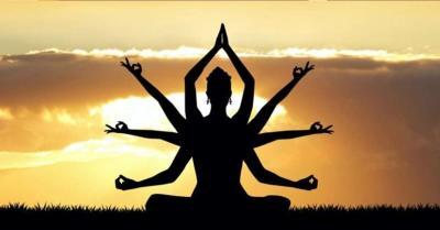 कोरोना काल में  चिंता, तनाव और अवसाद से बचाव के लिए महिलाओं ने लिया योग का सहारा, जानिए इसके फायदे