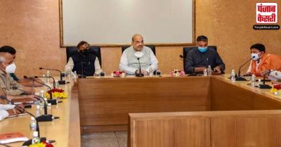 अमित शाह ने गुजरात सरकार के वरिष्ठ अधिकारियों एवं प्रदेश भाजपा के नेताओं के साथ बैठकें कीं