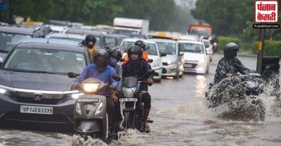 दिल्ली में बारिश से जलजमाव, ट्रैफिक जाम ने लोगों की बढ़ाई मुसीबतें