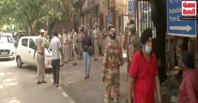 रोहिणी कोर्टरूम शूटआउट मामले की जांच में जुटी दिल्ली पुलिस, परिसर के बाहर पुलिस बल तैनात