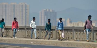 Migrant workers from Lucknow walk along Mumbai-Nashik highway to reach their native places, during a nationwide lockdown in the wake of coronavirus, in Thane, Wednesday, April 29, 2020. Photo: PTI/Mitesh Bhuvad