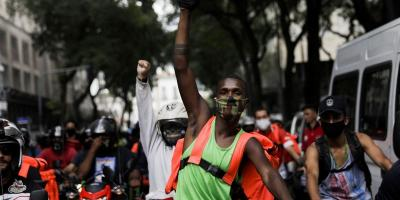 Delivery apps workers participate in a strike demanding better working and paying conditions amid the outbreak of the coronavirus disease (COVID-19) in Rio de Janeiro, Brazil, July 1, 2020. Photo: REUTERS/Ricardo Moraes