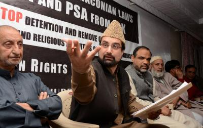 Chairman of the Hurriyat Conference's moderate faction Mirwaiz Umar Farooq at a press conference. Photo: PTI/FIle