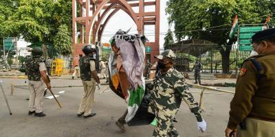 Police clear the anti-CAA protest site outside Jamia Millia Islamia. Photo: PTI