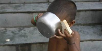A child has his breakfast at a flood relief camp in Purniya district town in Bihar in this September 8, 2008 file photo. Photo: Reuters/Rupak De Chowdhuri/Files