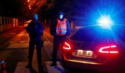 Police officers secure the area near the scene of a stabbing attack in the Paris suburb of Conflans St Honorine, France, October 16, 2020. Photo: Reuters/Charles Platiau