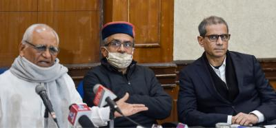 Lawyer Prashant Bhushan (C), Justice BG Kolse Patil (L) and lawyer Mehmood Pracha (R) at a press conference regarding the recent raid by Delhi Police at Prachas office, in New Delhi, Wednesday, Jan. 13, 2021. Photo: PTI.