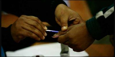 Representative image of a polling official smearing indelible ink on a voter's finger. Photo: Reuters