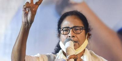 TMC supremo and West Bengal Chief Minister Mamata Banerjee flashes the victory sign during interaction with media after trends show her party's wins in the State Assembly Election 2021, in Kolkata, Sunday, May 2, 2021. Photo: PTI/Swapan Mahapatra