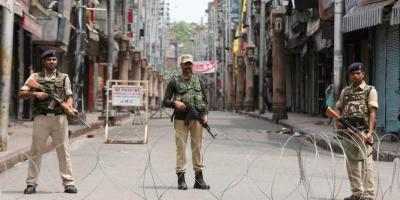 A jawan stands guard along a deserted street in Kashmir. Photo: Reuters/Mukesh Gupta