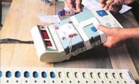 Voter smashes EVM in Maharashtra's Akola