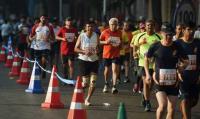 'Dabbawalas' take part in Mumbai Marathon to highlight food wastage