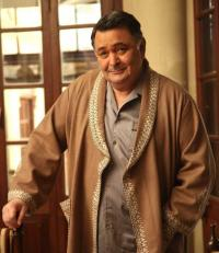 Rishi Kapoor leaves for US for medical treatment