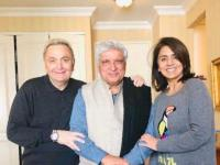 Rishi Kapoor is all smiles with Javed Akhtar