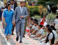 Plane carrying Harry and Meghan aborts landing, flies around