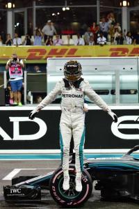 Hamilton on pole with record lap