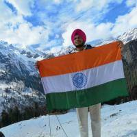 Student hoists Tricolour at 10,400 ft