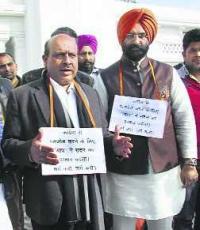 Uproar over Rajiv Gandhi resolution