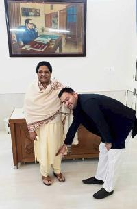 Tejashwi meets Maya, Akhilesh; vows support to alliance in UP